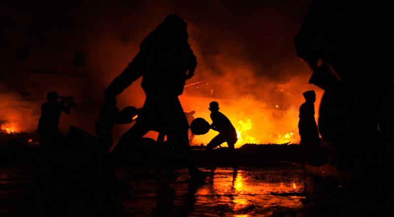 https: img-o.okeinfo.net content 2018 12 03 519 1986375 kesulitan-padamkan-api-di-kampus-undar-damkar-dibantu-water-canon-polisi-yKtA0afx7Q.jpg