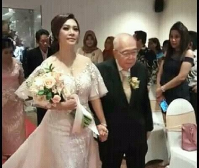 https: img-o.okeinfo.net content 2018 12 04 196 1986605 komisaris-jamu-cap-jago-menikah-di-usia-84-tahun-netizen-semoga-segera-mendapatkan-warisan-yang-melimpah-8hM5FCvcxT.jpeg