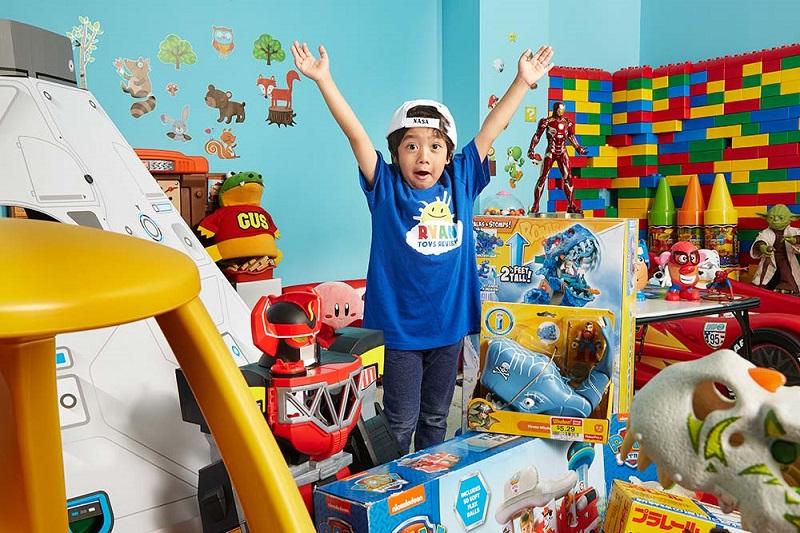 https: img-o.okeinfo.net content 2018 12 04 196 1986906 bocah-7-tahun-ini-jadi-youtuber-terkaya-di-dunia-hanya-dari-mengulas-mainan-3Y9zmgTii5.jpg