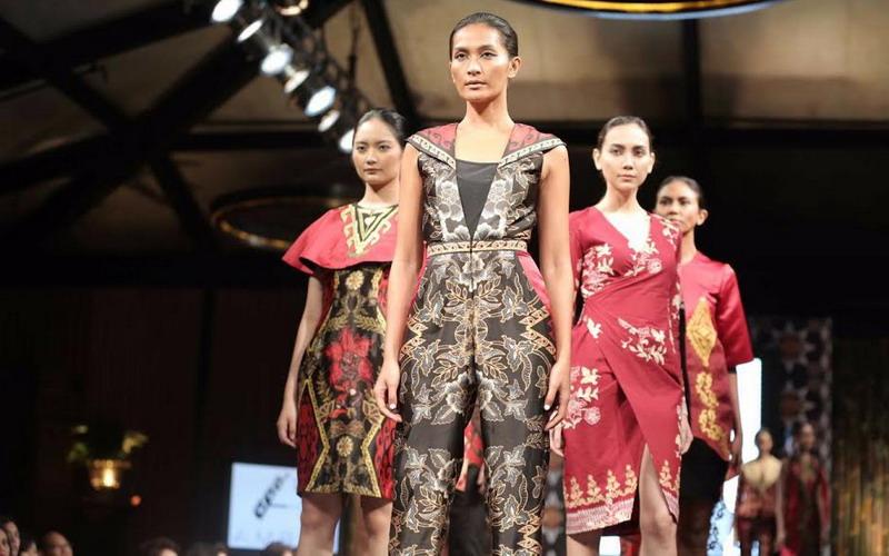 https: img-o.okeinfo.net content 2018 12 04 320 1986676 punya-kualitas-internasional-produk-fesyen-ri-dipromosikan-di-pusat-mode-dunia-srcZ4qjKKV.jpg