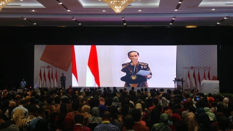 https: img-o.okeinfo.net content 2018 12 04 337 1986561 jokowi-jangan-ada-lagi-yang-bilang-korupsi-di-indonesia-seperti-kanker-stadium-4-SAdDLGMHOE.jpg
