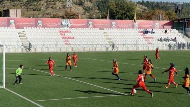 https: img-o.okeinfo.net content 2018 12 05 18 1986959 tim-sepakbola-perempuan-afganistan-alami-pelecehan-seksual-syACRhUEs4.jpg