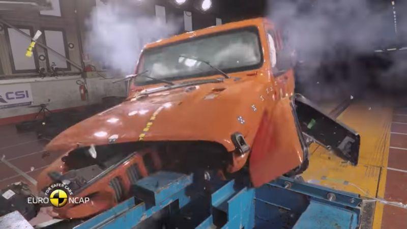 https: img-o.okeinfo.net content 2018 12 06 15 1987563 meski-terlihat-kekar-seberapa-aman-jeep-wrangler-ketika-tabrakan-FgBG5DGvkX.jpg