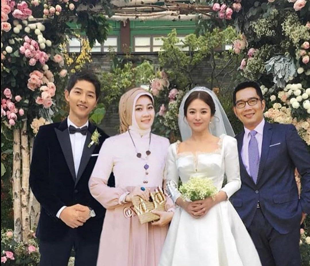 https: img-o.okeinfo.net content 2018 12 06 196 1987681 ridwan-kamil-kondangan-ke-pernikahan-song-song-couple-bikin-ngakak-virtual-fcXR06uA8j.jpg