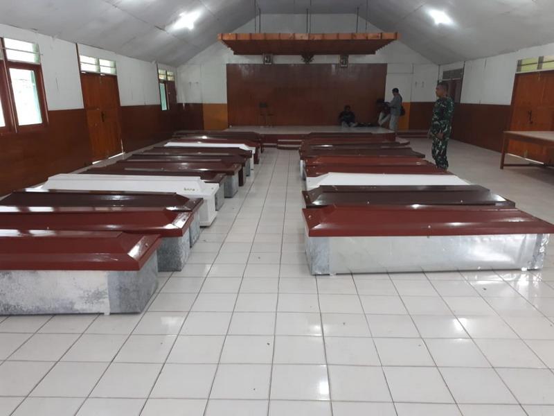 https: img-o.okeinfo.net content 2018 12 06 340 1987442 korban-kkb-papua-polisi-15-pekerja-tewas-3-kena-luka-tembak-1-selamat-fG1izhg77S.jpg