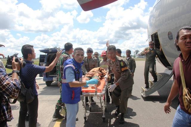 https: img-o.okeinfo.net content 2018 12 06 340 1987735 petugas-gabungan-berhasil-evakuasi-8-jenazah-dan-16-korban-selamat-ke-timika-AUjhJbWUBe.jpg