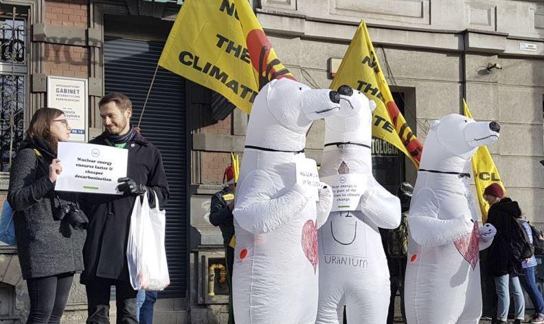 https: img-o.okeinfo.net content 2018 12 09 18 1988747 dorong-kebijakan-perubahan-iklim-aktivis-lingkungan-hidup-siap-demo-7Ep6DrItUN.JPG
