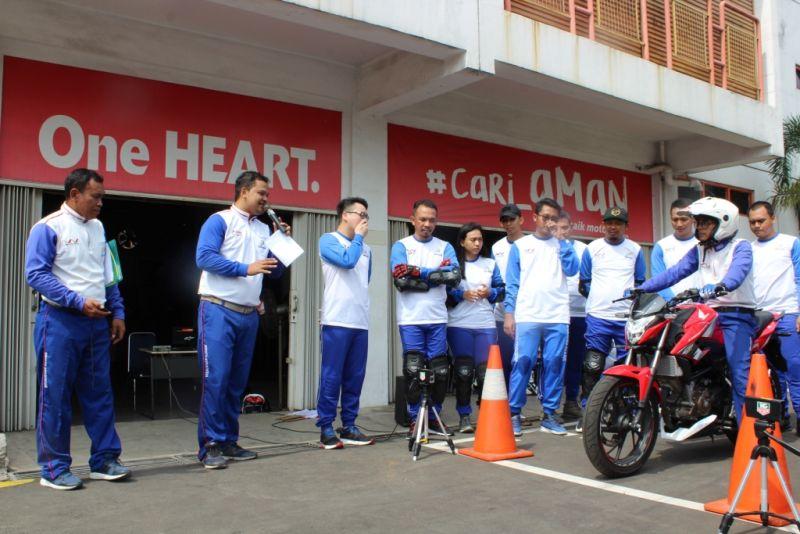 https: img-o.okeinfo.net content 2018 12 10 15 1989428 10-bikers-indonesia-geber-honda-rc213v-s-moto-gp-versi-jalan-raya-KCoMYMsGCz.jpg