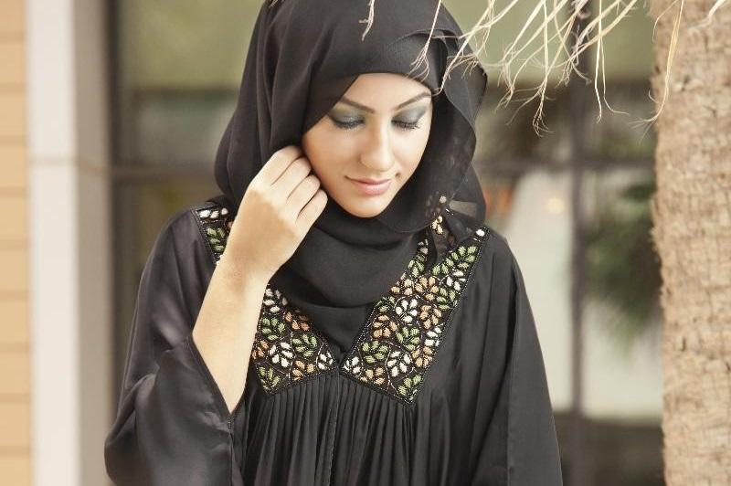https: img-o.okeinfo.net content 2018 12 10 194 1989336 biar-semakin-istiqomah-simak-tips-memilih-tipe-hijab-syar-i-dan-manfaatnya-afbfjDcW3f.jpg