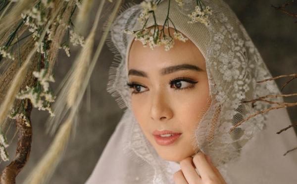 https: img-o.okeinfo.net content 2018 12 11 194 1989857 tips-hijab-untuk-pemilik-wajah-oriental-seperti-lindswell-kwok-f8s0H0c1hF.jpg