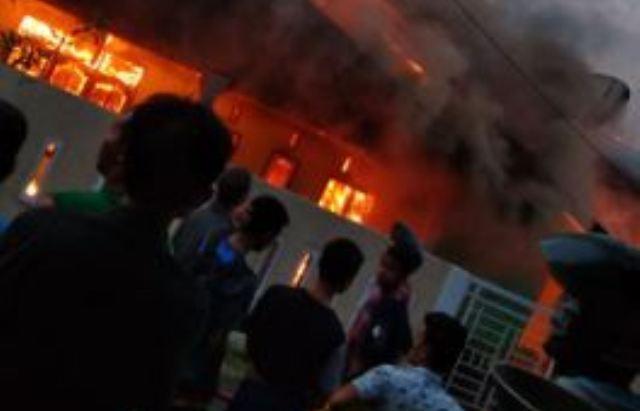 https: img-o.okeinfo.net content 2018 12 11 340 1989949 2-rumah-terbakar-diduga-akibat-korsleting-listrik-6JJ8AwgLt3.JPG