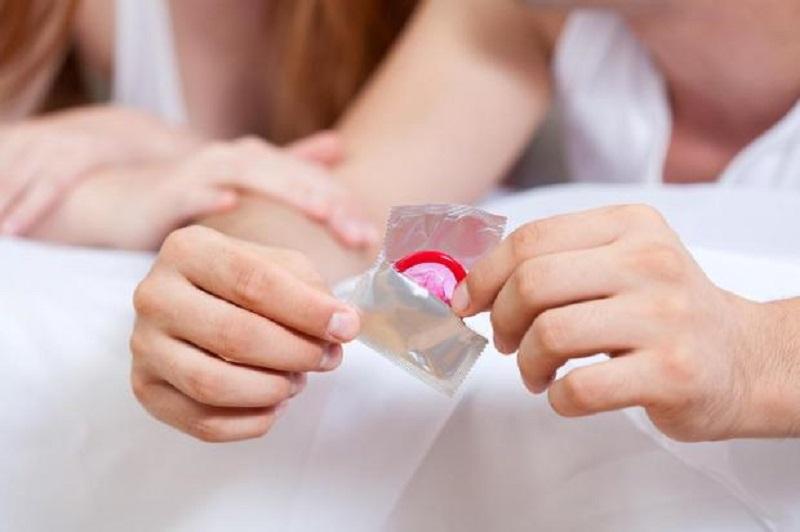 https: img-o.okeinfo.net content 2018 12 19 481 1993443 pentingkah-membawa-kondom-di-dalam-tas-5-alasan-ini-bisa-menjawabnya-4U8CrYX4dj.jpg