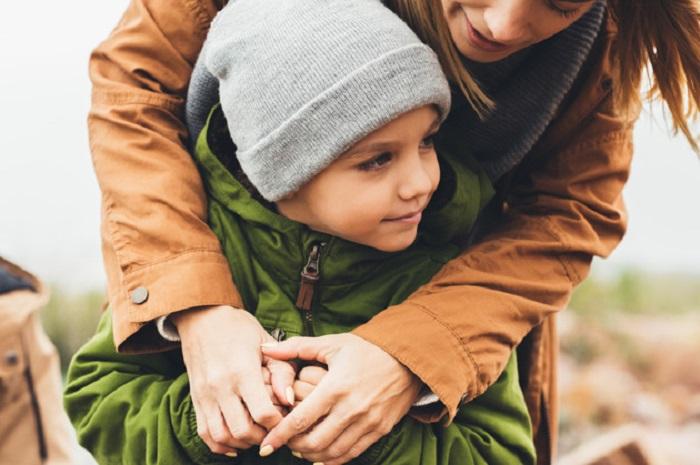 https: img-o.okeinfo.net content 2018 12 23 196 1995201 kisah-lati-rela-tinggalkan-pekerjaan-demi-anaknya-yang-autis-dapat-gelar-sarjana-NnXp8cWuV0.jpg