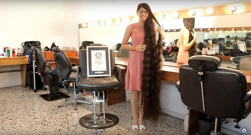 https: img-o.okeinfo.net content 2018 12 26 18 1995997 gadis-india-catat-rekor-dunia-sebagai-pemilik-rambut-terpanjang-oXsTTKHMTT.jpg