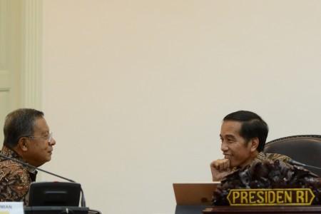 https: img-o.okeinfo.net content 2018 12 27 320 1996822 presiden-jokowi-minta-bulog-gelar-operasi-pasar-UhD9x6ORVt.jpg