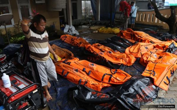 https: img-o.okeinfo.net content 2018 12 27 510 1996586 warga-kalibawang-jadi-korban-tewas-tsunami-selat-sunda-anaknya-belum-ditemukan-8Q7lJKgmCq.jpg