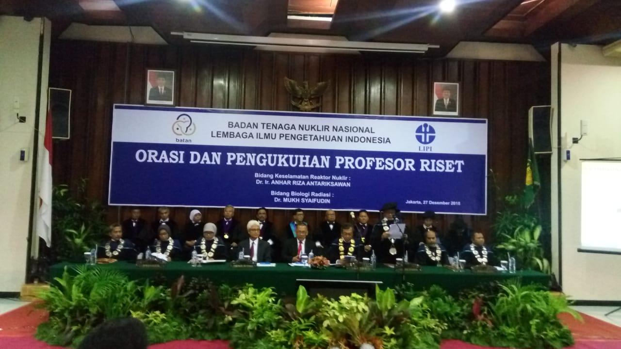 https: img-o.okeinfo.net content 2018 12 27 65 1996709 2-peneliti-batan-dikukuhkan-jadi-profesor-riset-nuklir-indonesia-VC5WPxMaYH.jpg