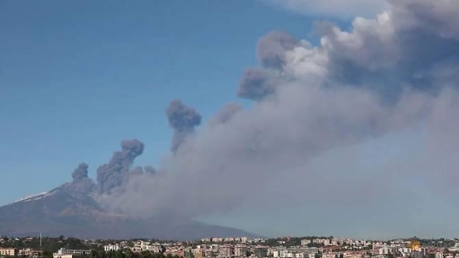 https: img-o.okeinfo.net content 2018 12 28 18 1997077 erupsi-gunung-etna-di-italia-berlangsung-berpekan-pekan-QZRgvJiGha.jpg