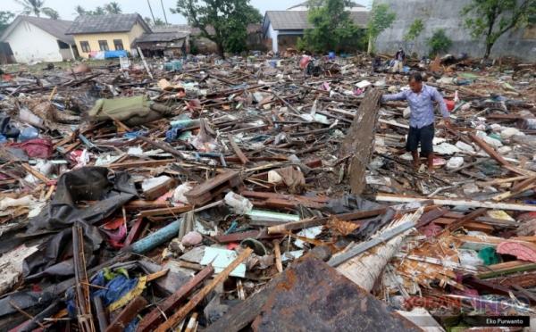 https: img-o.okeinfo.net content 2018 12 31 340 1998264 pemprov-sumbar-kirim-700-kg-rendang-untuk-korban-tsunami-banten-CDBCykNoB0.jpg