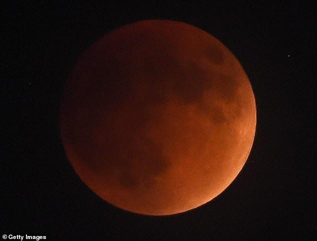 https: img-o.okeinfo.net content 2019 01 02 56 1998850 blood-wolf-moon-terlihat-di-langit-akhir-januari-2019-oWVrLkRkuy.jpg