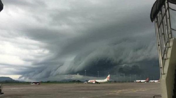 https: img-o.okeinfo.net content 2019 01 03 406 1999271 ini-kata-bmkg-soal-fenomena-awan-berbentuk-tsunami-di-makassar-k9stOHbtTv.jpg