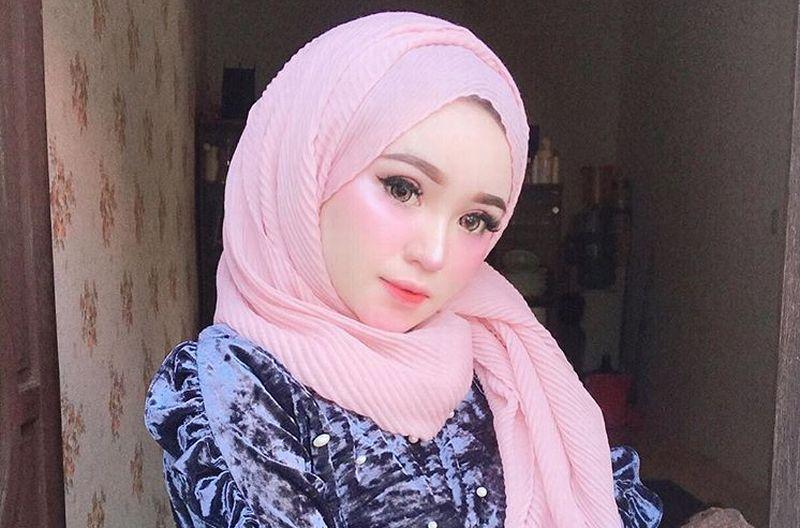 https: img-o.okeinfo.net content 2019 01 05 194 2000423 herlin-kenza-selebgram-asal-aceh-yang-cantik-bagai-barbie-iFgwCqU9Zx.jpg
