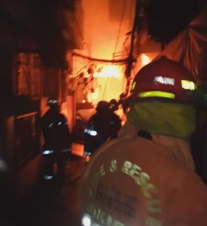https: img-o.okeinfo.net content 2019 01 05 338 2000239 92-rumah-permukiman-padat-penduduk-di-jelambar-hangus-terbakar-8bxGvX0mPn.jpg