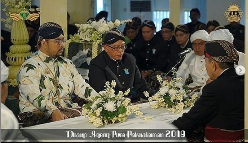 https: img-o.okeinfo.net content 2019 01 05 406 2000308 pernikahan-kusumo-bimantoro-maya-lakshita-kental-budaya-jawa-tradisi-kuno-jadi-kejutan-sjGR8IP7nl.jpg