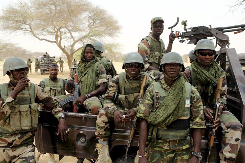 https: img-o.okeinfo.net content 2019 01 07 18 2001052 dianggap-bocorkan-rahasia-militer-surat-kabar-nigeria-digerebek-tentara-sP8dWDwVVW.jpg