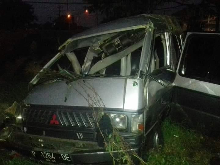 https: img-o.okeinfo.net content 2019 01 09 519 2001910 minibus-tabrakan-dengan-kereta-api-di-pasuruan-5-orang-tewas-BEy5B8QxDA.jpg