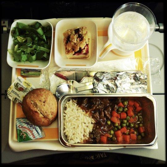 https: img-o.okeinfo.net content 2019 01 10 298 2002607 united-airlines-luncurkan-buku-resep-khusus-untuk-membuat-hidangan-lezat-di-atas-pesawat-ald0ueMA7N.jpg