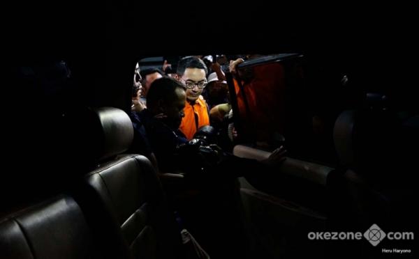 https: img-o.okeinfo.net content 2019 01 10 340 2002652 sk-pemberhentian-zumi-zola-tinggal-menunggu-presiden-jokowi-VNxknyy5q1.jpg