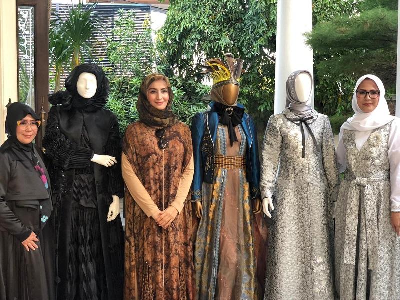 https: img-o.okeinfo.net content 2019 01 11 194 2003148 3-desainer-modest-indonesia-siap-unjuk-gigi-di-hongkong-fashion-week-fall-winter-2019-YGGQS3DhCD.jpeg