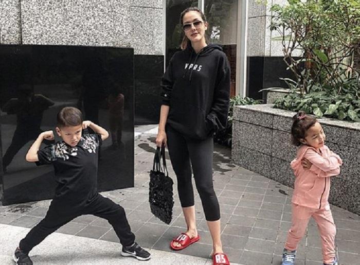 https: img-o.okeinfo.net content 2019 01 11 194 2003336 jadi-single-mom-ini-5-potret-kedekatan-cathy-sharon-dengan-kedua-anaknya-EUj2KmRiGY.jpg