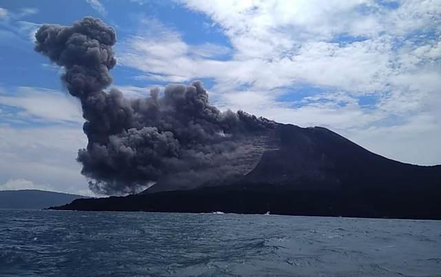 https: img-o.okeinfo.net content 2019 01 12 337 2003510 aktivitas-gunung-anak-krakatau-menurun-tapi-masih-siaga-06jcGSgd0g.jpeg