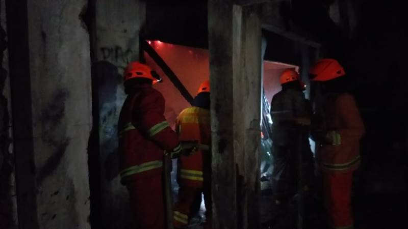 https: img-o.okeinfo.net content 2019 01 12 525 2003464 kebakaran-melanda-pasar-cigondewah-rahayu-bandung-6-kios-hangus-vRBfaf78VT.jpg