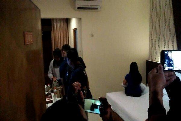 https: img-o.okeinfo.net content 2019 01 14 519 2004036 polisi-gerebek-3-pasangan-mesum-di-hotel-kota-madiun-muncikari-ditangkap-OCBOapsUTR.jpg