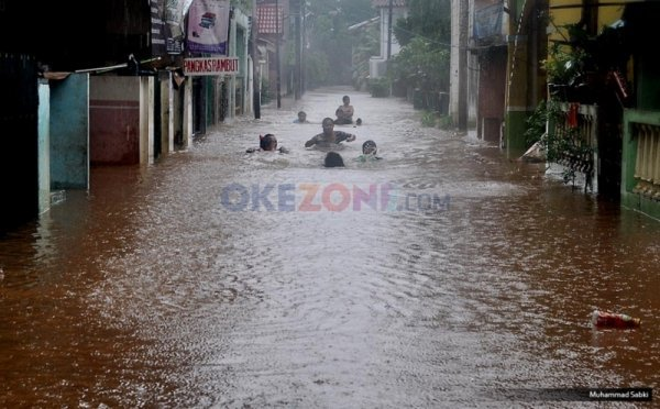 https: img-o.okeinfo.net content 2019 01 14 525 2004068 diguyur-hujan-deras-permukiman-di-baleendah-bandung-banjir-setinggi-1-meter-kjtq9iHT5G.jpg