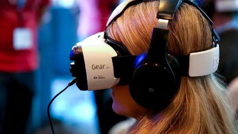 https: img-o.okeinfo.net content 2019 01 16 207 2005387 intip-perkembangan-teknologi-virtual-reality-di-2019-Q0TUju9Xx5.jpg