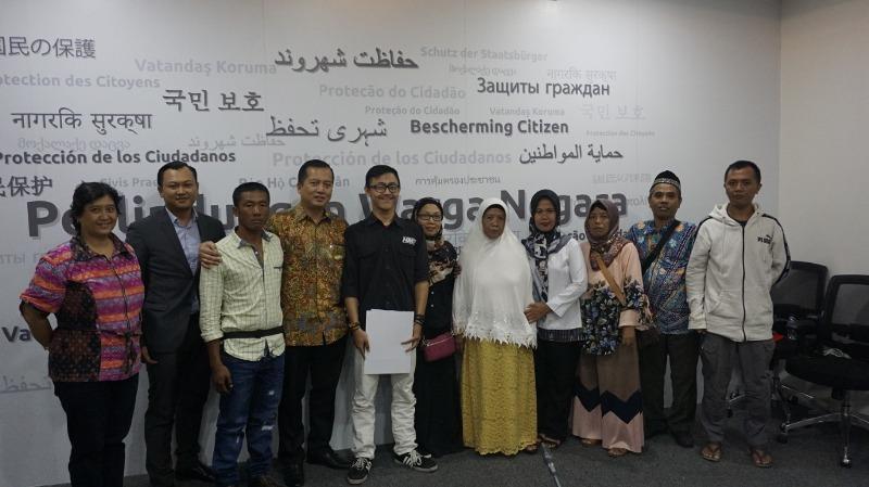 https: img-o.okeinfo.net content 2019 01 18 18 2006165 kemlu-ri-pulangkan-2-wni-yang-terbebas-ancaman-hukuman-mati-dari-malaysia-zErjbCsLaV.jpeg