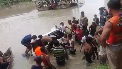 https: img-o.okeinfo.net content 2019 01 18 608 2006521 bpbd-cari-2-korban-hilang-akibat-mobil-nyemplung-di-sungai-wampu-langkat-v32XS4TjKa.jpg