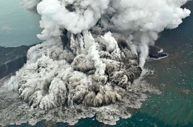 https: img-o.okeinfo.net content 2019 01 21 337 2007512 gunung-anak-krakatau-masih-berpotensi-meletus-6yglP4lY4K.jpeg