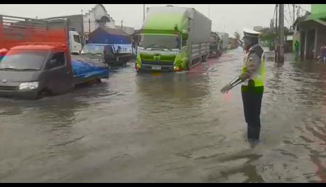 https: img-o.okeinfo.net content 2019 01 21 512 2007216 waspada-jalur-pantura-rentan-banjir-rob-akibat-supermoon-xkUllgeqSH.jpg