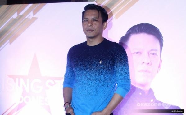 https: img-o.okeinfo.net content 2019 01 23 598 2008073 penampilan-hampir-sempurna-vadlil-duet-bareng-ariel-noah-di-rising-star-indonesia-dS84naMXSz.jpg