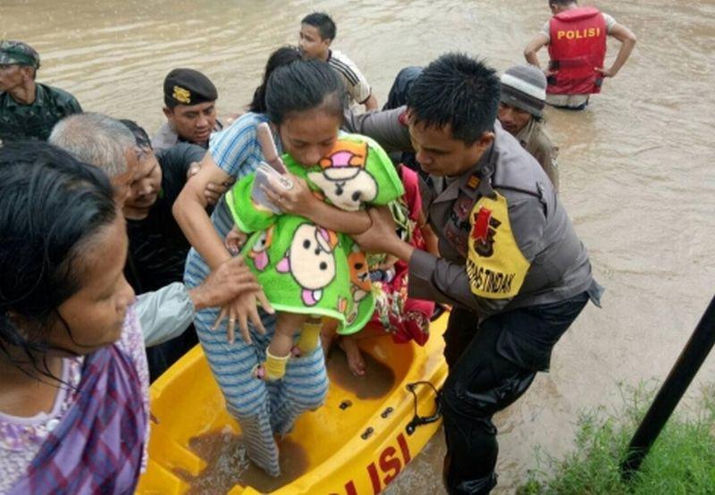 https: img-o.okeinfo.net content 2019 01 23 609 2008204 banjir-di-gowa-sebabkan-2-121-warga-mengungsi-cKRJbet5KA.jpg