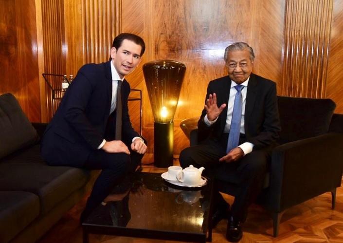 https: img-o.okeinfo.net content 2019 01 24 18 2008817 pemimpin-pemerintahan-tertua-dan-termuda-di-dunia-bertemu-di-wina-ini-yang-mereka-bicarakan-a38cnWtlmR.jpg