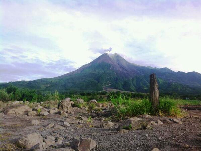 https: img-o.okeinfo.net content 2019 01 24 510 2008733 gunung-merapi-16-kali-keluarkan-guguran-lava-dalam-satu-hari-2n5gchSdbl.jpg