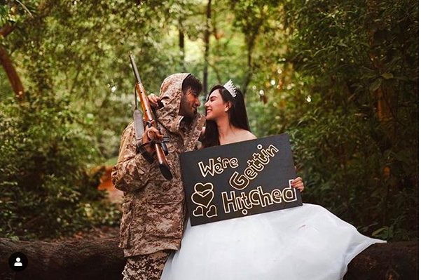 https: img-o.okeinfo.net content 2019 01 25 406 2009195 berburu-di-tengah-hutan-inikah-foto-pre-wedding-ammar-zoni-irish-bella-notRMG9j5m.png
