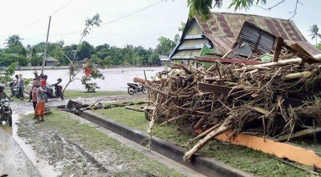 https: img-o.okeinfo.net content 2019 01 25 609 2009320 106-desa-terdampak-banjir-longsor-di-sulsel-5tjBjGKAdD.jpg