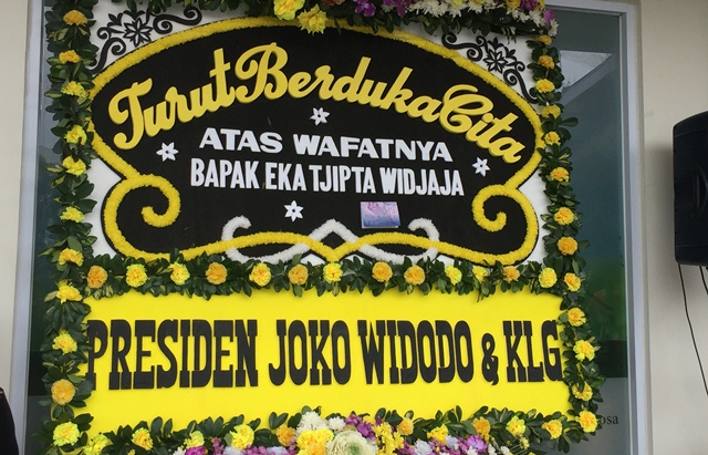 https: img-o.okeinfo.net content 2019 01 27 337 2010029 presiden-jokowi-kirim-karangan-bunga-untuk-eka-tjipta-widjaja-CWBcb3FmRy.jpeg